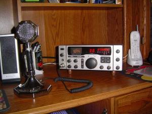 Ραδιοτηλέφωνο C.B. βάσεως, θα δώσει λύση στο πρόβλημα της πειρατείας, ώθηση τις νόμιμες επικοινωνίες, και ζεστό χρήμα στα άδεια ταμεία του Κράτους.