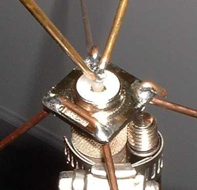Και τα δύο στοιχεία θα κολληθούν στον κεντρικό ακροδέκτη του Connector-α.