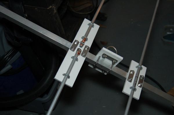 Ο τρόπος που συνδέεται το οδηγό στοιχείο στην πλαστική βάση.